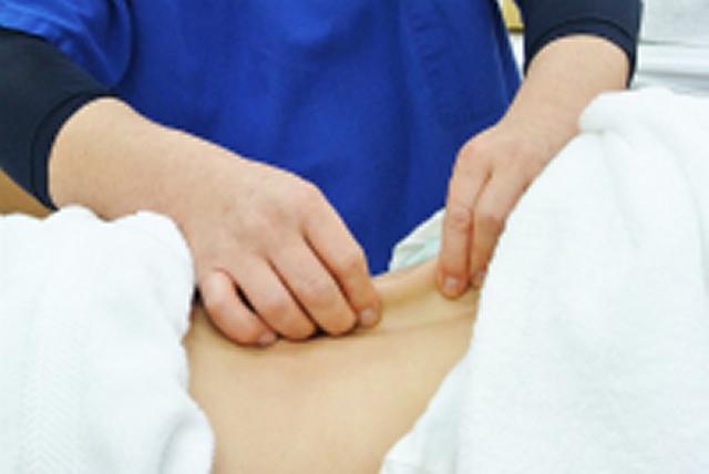 筋膜のねじれを解き、筋肉を緩めたり血流を改善